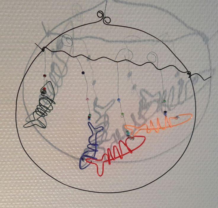 mobile d'avril:4 poissons dans un bocal (fil recuit) : Décorations murales par fil-et-mousse