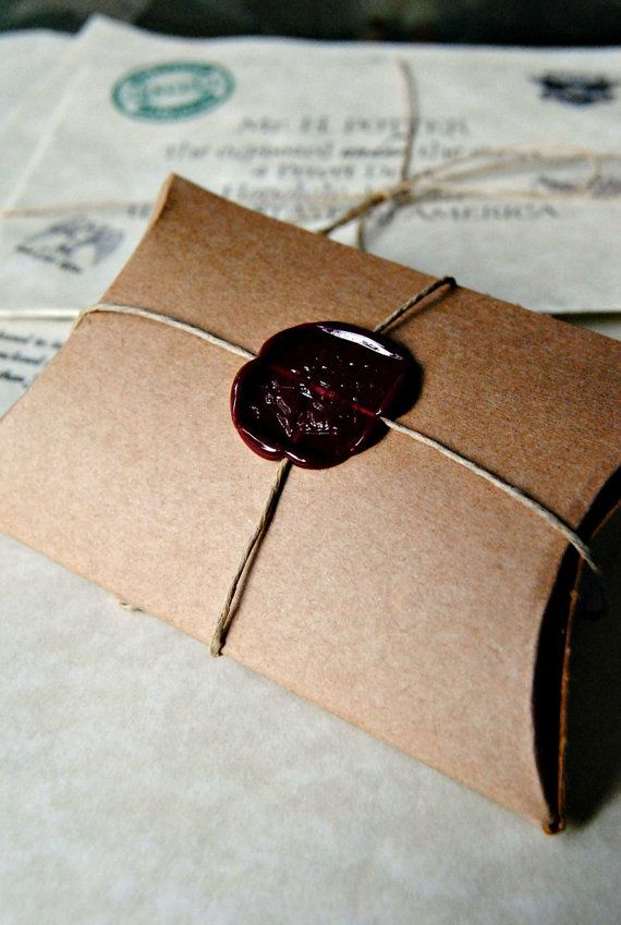 Harry Potter Hogwarts Seal Pillow Box For a small gift