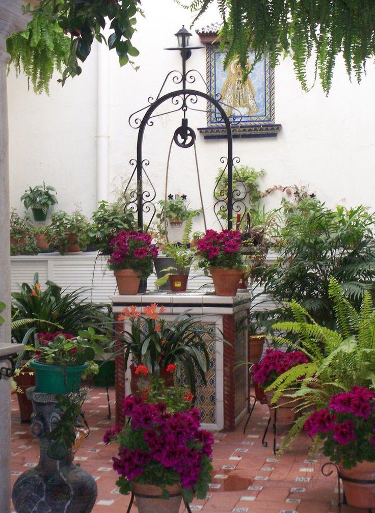Tradicional Patio Andalúz. Sanlúcar de Barrameda. | Los patios andaluces son la esencia misma de nuestra cultura.Herencia romana y árabe,están muy presentes en toda Andalucía.