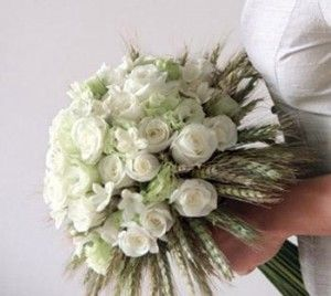 Google Image Result for http://www.mayweddingflowers.com/wp-content/uploads/2010/01/Bridal-Wedding-Flowers-Posy-300x268.jpg