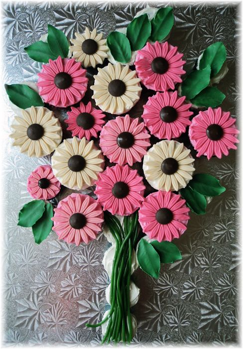 157 best Cakes - cupcake bouquet images on Pinterest | Petit fours ...