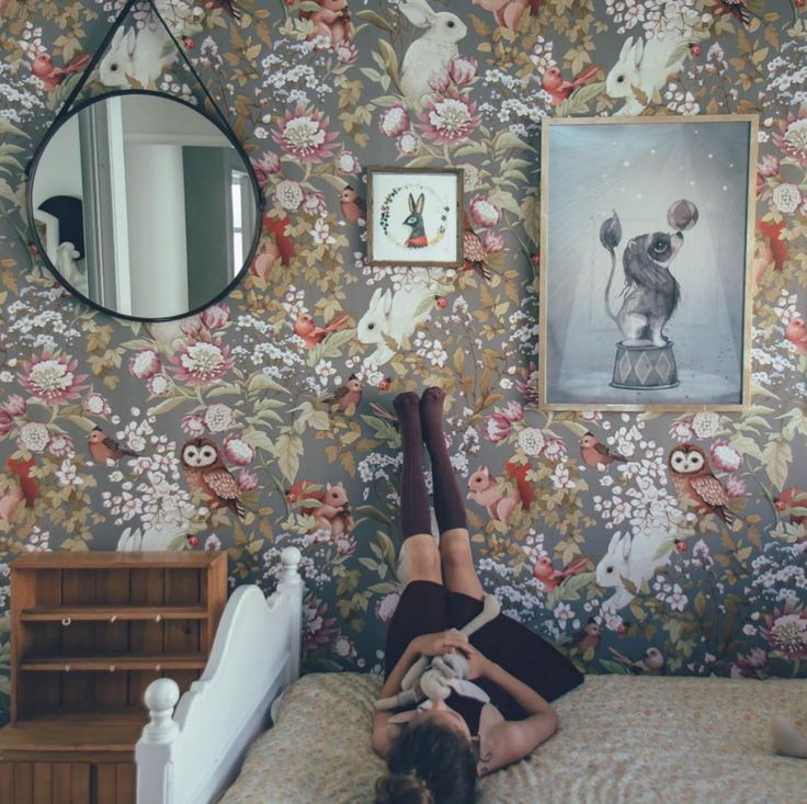 Woodland wallpaper dark lavender van Fleur harris