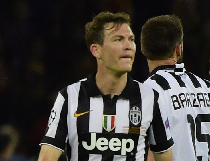 Report: Chelsea want Stephan Lichtsteiner