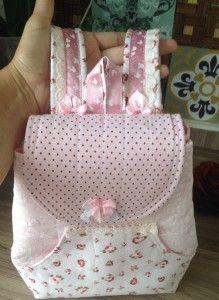 Tutorial, Passo a passo como fazer uma Mochila Infantil. http://www.vivartesanato.com.br/2016/04/tutorial-passo-a-passo-como-fazer-uma-mochila-mini-para-crianca.html