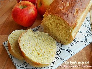 Oggi una ricetta strepitosa sia per la colazione che la merenda.. un sofficissimo e profumato pane dolce con mele e cannella. Tagliato a fette è ottimo al naturale oppure, per i più golosi, è delizios