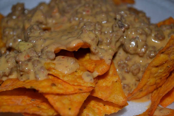Super Bowl Doritos Nachos With Ground Beef Salsa Queso Doritos Doritos Nachos Doritos Nachos Recipe