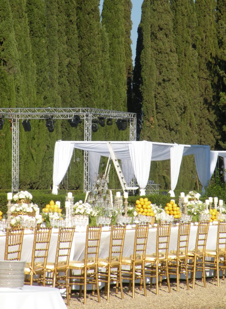 Dance floor for the outdoor wedding near Florence  www.guidilenci.com