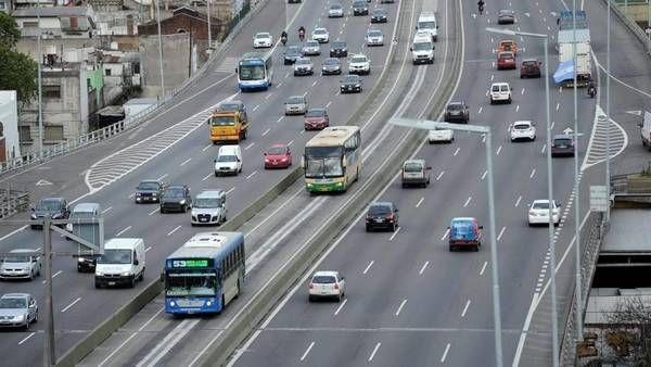 Metrobus 25 de Mayo: funciona desde ayer y es el primero en una autopista porteña