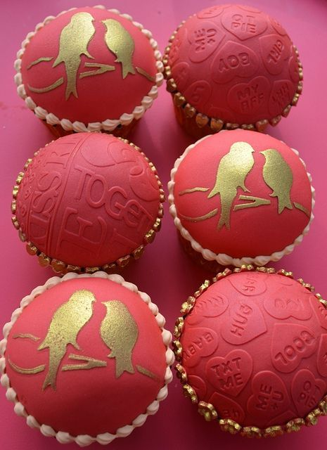 valentine's day cupcake decorating ideas | red & gold #valentinesday #cupcakes {Hilary Rose Cupcakes on flickr}