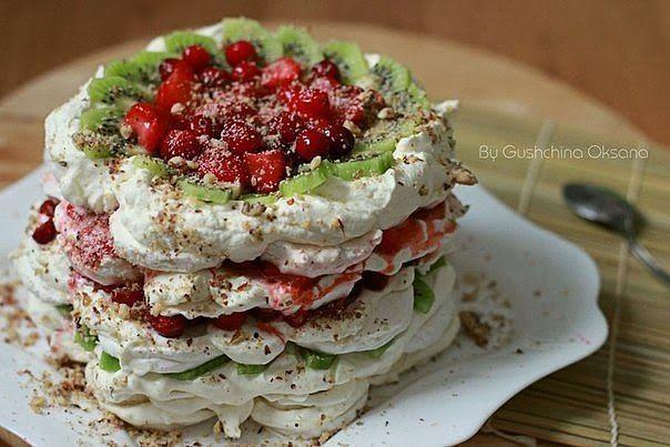 Зефирный торт - десерт с ягодами, фруктами и орехами