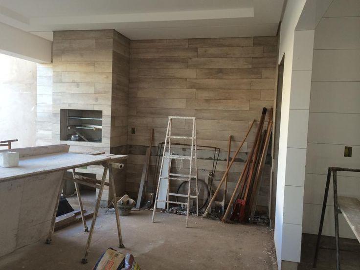 Revestimento da churrasqueira e um peda o da parede da for Ceramica para revestir paredes