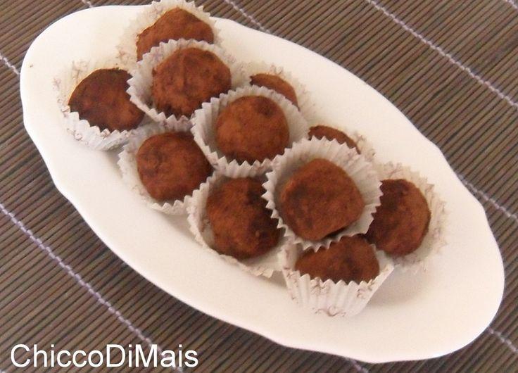 Tartufini alla nocciola ricetta senza uovo e senza cottura il chicco di mais http://blog.giallozafferano.it/ilchiccodimais/tartufini-alla-nocciola-ricetta-senza-uovo-e-senza-cottura/
