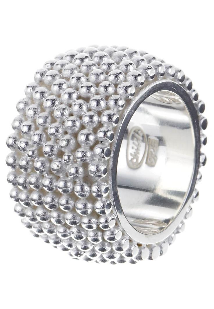 Ring mit aufgereihten Silberperlen (http://www.chilili.de/ring-mit-aufgereihten-silberperlen.html)
