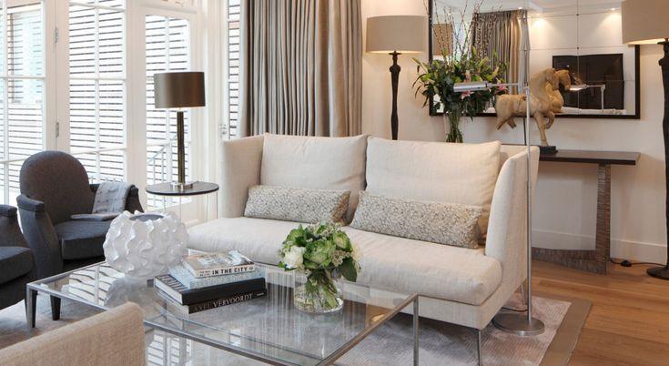 10 Elegant Modern Sofas In Interiors By Juliette Byrne   Living Room Inspiration. Neutral Sofa. High Back Sofa. #modernsofas #livingroomideas #neutralsofa Read more: http://modernsofas.eu/2016/10/03/elegant-modern-sofas-interiors-juliette-byrne/