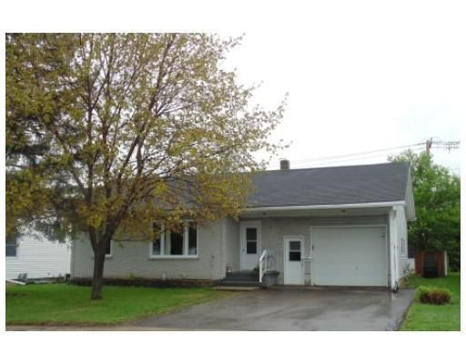 What do you think about this 3 bed home at 107 Airth Boulevard, Renfrew I found on http://www.Lilypad.ca for $235,000?