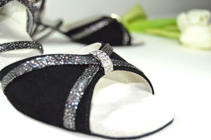 spoločenské topánky, tanečné spoločenské topánky, obuv na mieru, tanečná spoločenská obuv, topánky na ples, topánky na svadbu, svadobná obuv, pohodlné spoločenské topánky, topánky na tanec, luxusná obuv, farebné svadobné topánky, farebná svadobná obuv, topánky na nízkom opätku, exkluzívna spoločenská obuv, topánky podmerná veľkosť, topánky veľkosti 32, 33, 34, 35, nadmerná veľkosť, topánky veľkosti 42, 43, 44. topánky na stužkovú.
