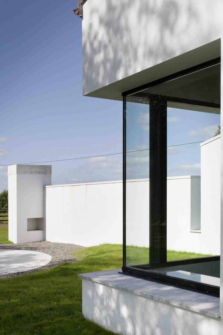 Window corner detail in white render external wall, ©Paul Tierney