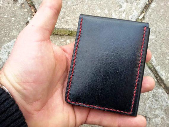 Para más modelos y colores de mis carteras y cajas de tarjeta de crédito haga clic aquí - https://www.etsy.com/shop/NikolovLeather?ref=hdr_shop_menu&section_id=20163815 Carpeta de la tarjeta minimalista con un montón de petential. Es pequeño y resbaladizo, pero al mismo tiempo se