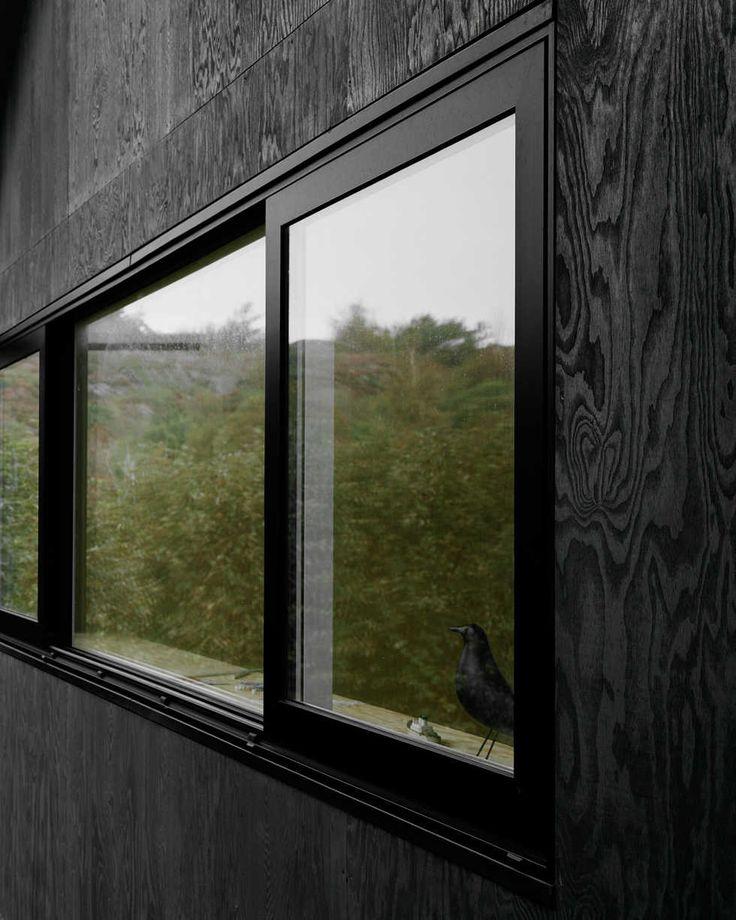 Skyddat skärgårdsläge - black plywood