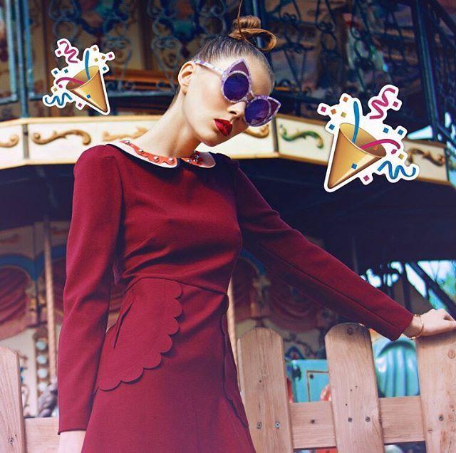 Уже завтра в ночь с 23 на 24 июня состоится Выпускной в @parkgorkogo  По традиции недалеко от главной сцены ELLE Girl откроет студию красоты  С 20:00до 00:00 в нашей студии выпускницы совершенно бесплатно смогут подправить свой праздничный образ Визажисты от @rimmel_russia сделают классный макияж а стилисты из @g.bar.moscow будут плести французские косы украшать тело флеш-тату а волосы  модными наклейками и цветами! Каждая сможет почувствовать себя настоящей королевой бала!  На фотозоне ELLE…
