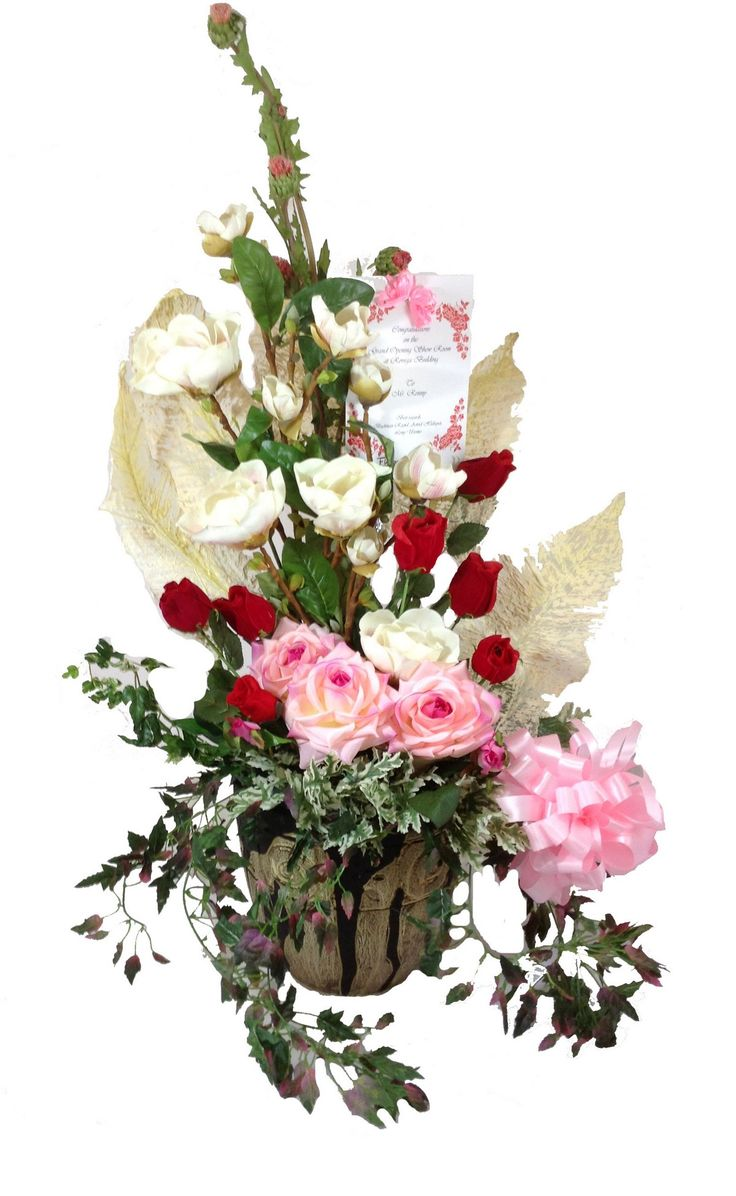 Bountiful Rose Garden Bouquet, filled with Pink rose, Red rose, White rose, and long Ivy, is an incredible arrangement in a ceramic vase that is sure to offer your special recipient the greatest sentiments for an amazing harvest season. A perfect fit for any celebration. www.Flowerforsoul.com Info@flowerforsoul.com Telp : 0812 7100 6970 Pin BB : 21BB62AB