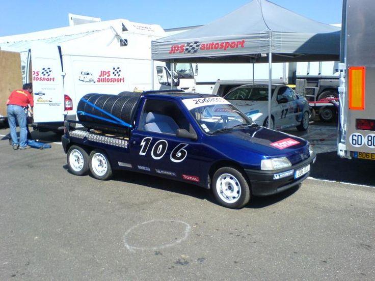 Il arrive que parfois je n'ai aucune information sur une voiture et qu'après un appel à l'aide nous trouvions ensemble toute son histoire (voir l'article sur la Matra M530…). Aujourd'hui, je suis en mode recherche pour une Peugeot 106 de … Lire la suite →