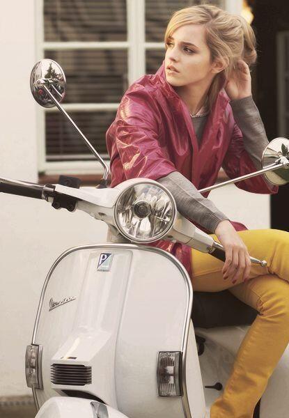 Emma Watson & vespa