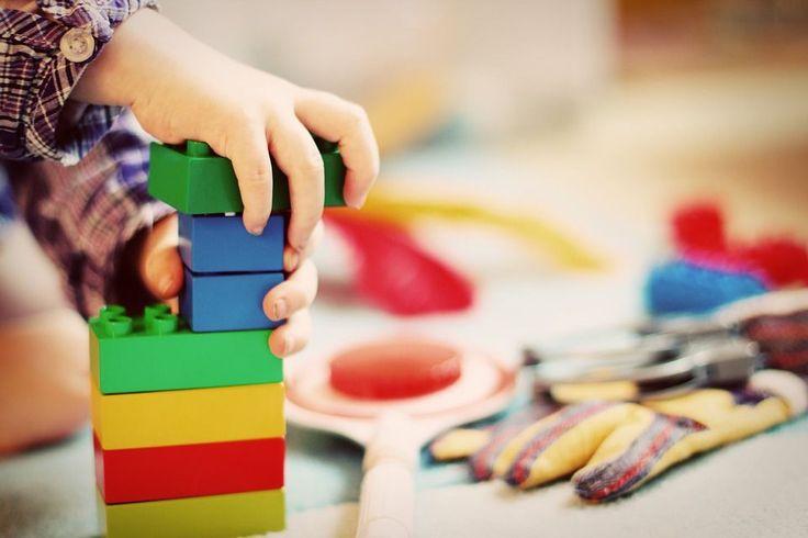 Karcianki, planszówki, puzzle… Ale, są jeszcze klocki – uwielbiane przez całe rzesze dzieciaków. Klocki można układać na różne sposoby; wykorzystać do zabawy, gry, nauki, a także do celów terapeutycznych. Jakie klocki możemy wybrać dla swoich uczniów lub pociech? Dzieci nic bardziej... http://blog.conrad24.pl/pobawmy-sie-klockami/