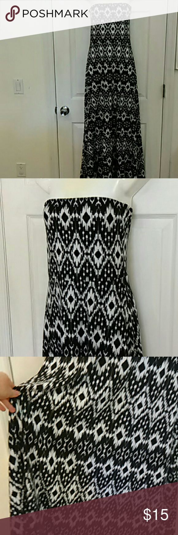 Maxi dress & skirt aztec tribal print S/M Lovely piece in thick black and white Aztec print!   Can be worn as a strapless bandeau maxi dress, or fold down the top for an effortless maxi skirt.  Cute and flexible!  Size medium by Mudd, which is a junior line from Kohls, so fits more like a small.  Very eye-catching print!! Mudd Dresses Maxi