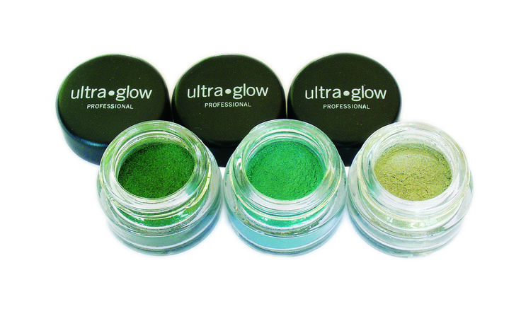 Fantastic versatile and fun! ultra.glow shimmer pots are amazing loose mineral eye shadows with incredible depth of colour and staying power. Containing 100% mineral pigments and talc free you can use your shimmer pot to add a bit of sparkle, do amazing eye makeup effects or use as a highlighter. Tip- try mixing your shimmer with clear nail varnish to make your own totally unique colors!!