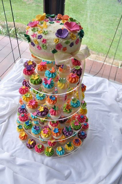 Bright wedding cupcakes by Cupcake Passion (Kate Jewell), via Flickr