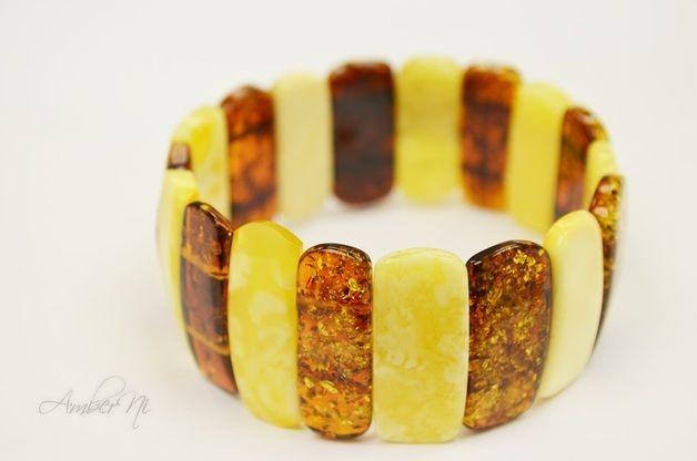 Baltischen Bernstein Armband aus echtem Bernstein. Bernstein Armband ist poliert, ein wenig natürlich. Sieht sehr schön auf der Hand.