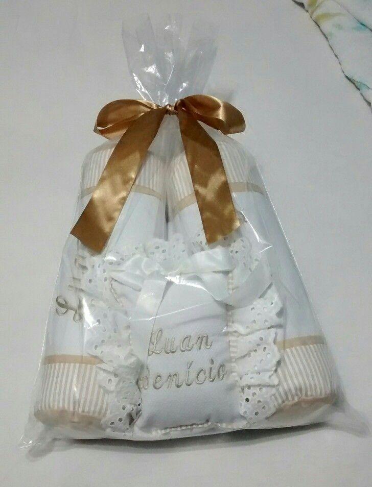 Presente das Queridas Caira, Michele, Manoela e Za... Posicionador de bebe e enfeite personalizados, para o Lulu... Muitoo lindo!!!