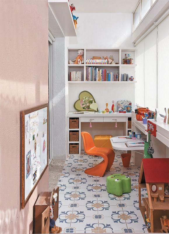 Aproveitamento da varanda fechada para sala de estudos de criança
