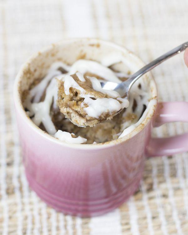 Mug cake de rollos de canela