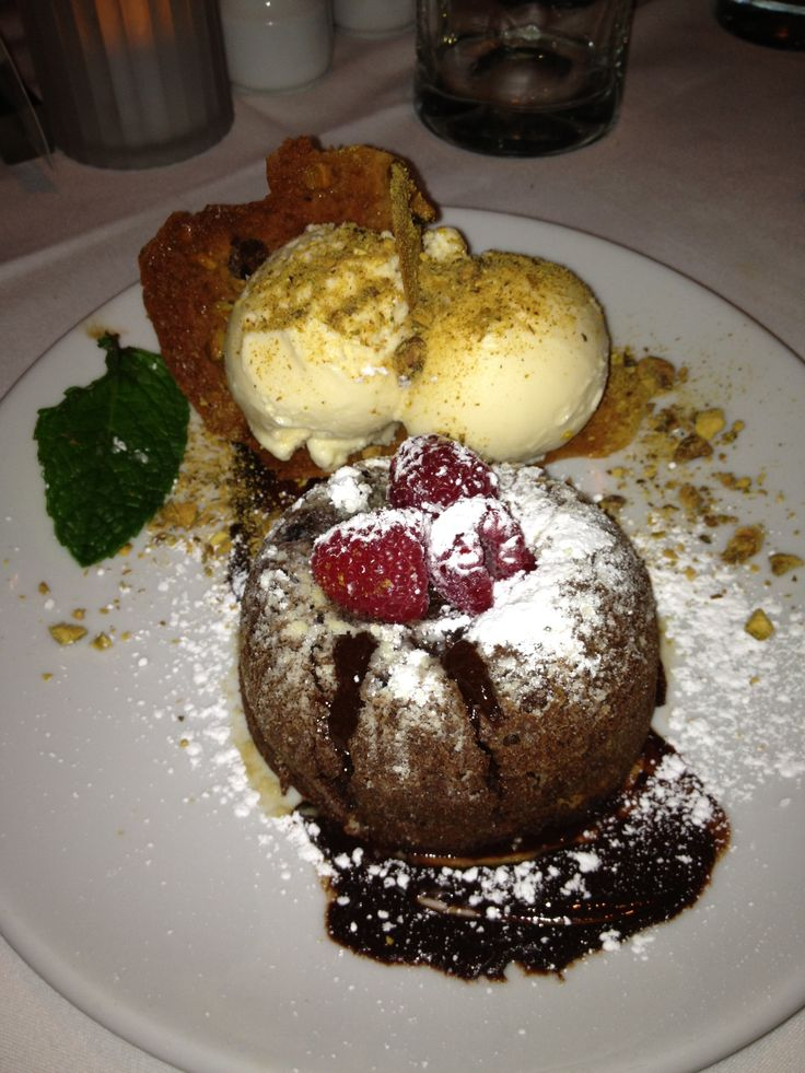 #DhikSmidth at Fleming's Steakhouse enjoying lava mountain chocolate cake