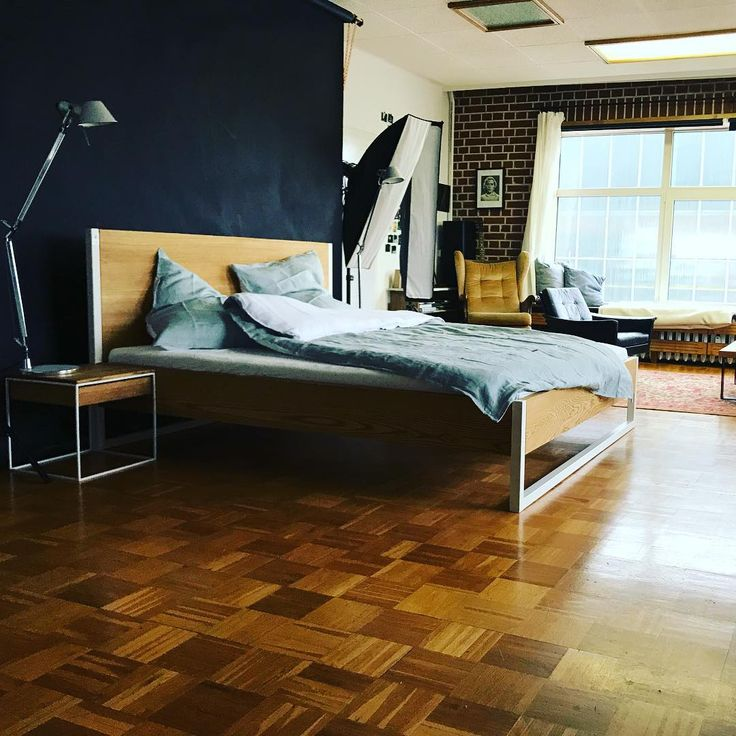 picture of the week / beautiful new nature ash bed at #isostudio Leipzig with #urbanara bedding in green grey cotton #lofts #sowillstduleben #sowillstduschlafen #gogreen #style #handmade #bed #bett # ecobed #handgefertigt #wooden #styleathome #ecohome #naturalhome #homeandliving #backtonature #back2nature #n51e12