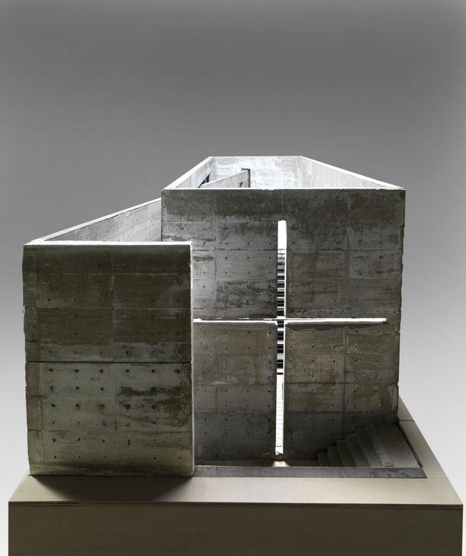 Tadao Ando (1941 - ) Maquette 1987 - 1989 Béton 95,5 x 223 x 101,5 cm Poids 200-300kg