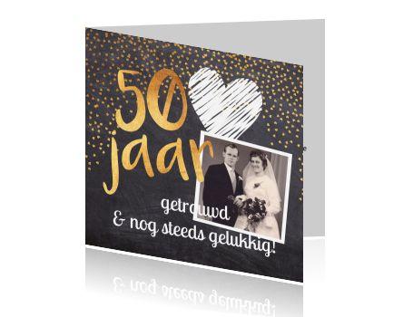 Uitnodiging 50 jarig jubileum met goud op krijtbord