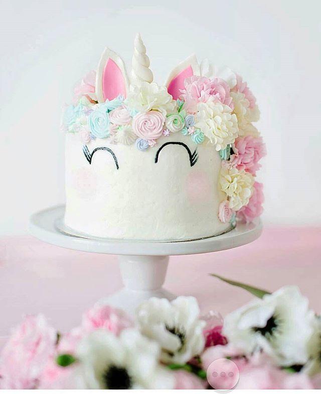 Unicorn cake by @natspencer #unicorn #unicorns #licorne #cupcakes #cupcake #meringue #macaron #eclair #pastel #flower #flowers #white #pink #green #cake #cakes #cakedesign #cakeart #food #foodporn #baker #bakery #pastry #patisserie #birthdaycake #photooftheday
