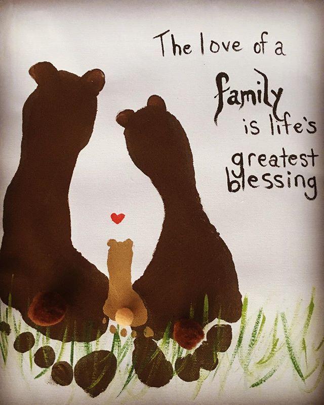 Erstelle ein niedliches Familienbären-Andenken mit dem Fußabdruck deines Familienmitglieds, um