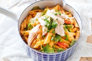 Creamy chicken, pea and spinach penne