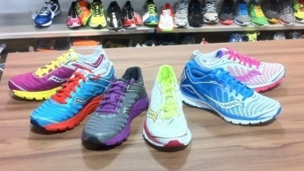 Kinvara for minimalist runners:    a barefoot-inspired shoe  #4XHealthier Running Shoes NewsRunning Shoes, Shoes News, Barefootinspir Shoes, Minimalist Runners, Saucony Kinvara, Fit Inspiration, Colors Sneakers, Barefoot Inspiration Shoes, Shoes 4Xhealthier