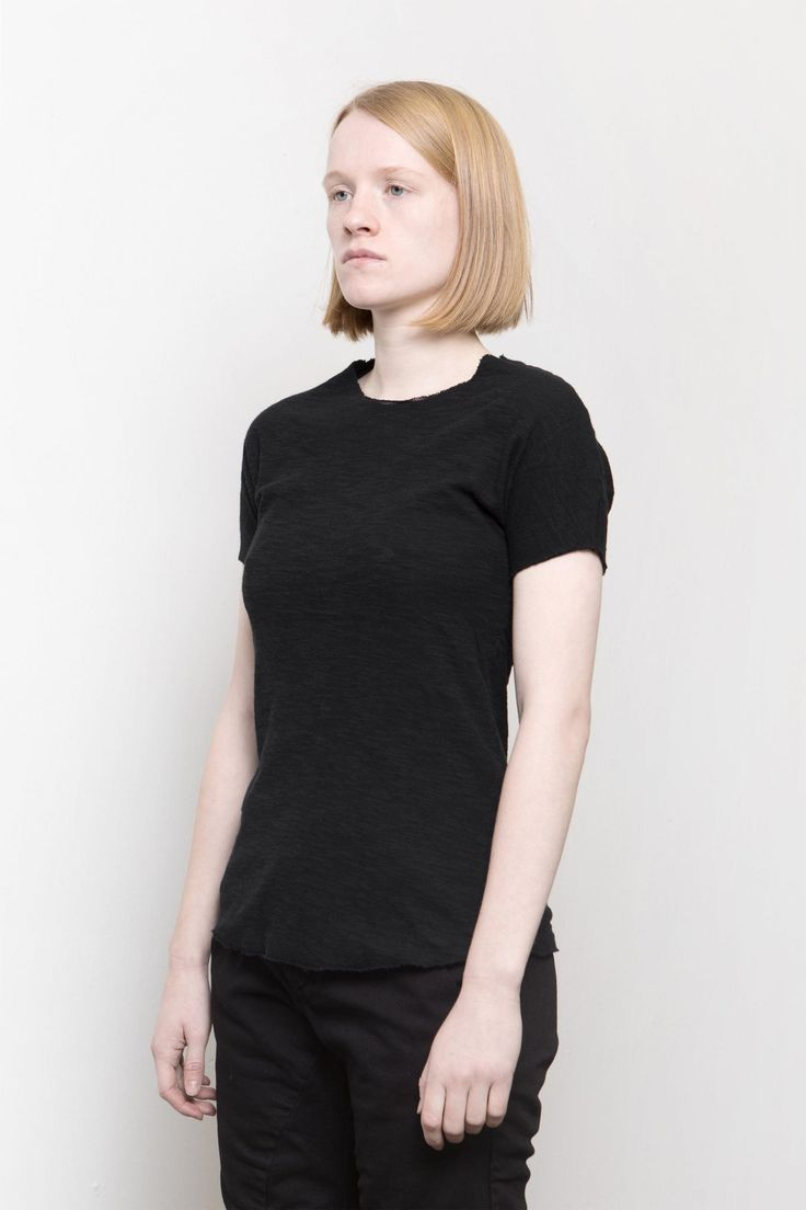 Lentrian – Crease black tee – 100% cotton  Hand made in Morocco  The model is 165 cm height and 50 kg weight, wearing size S