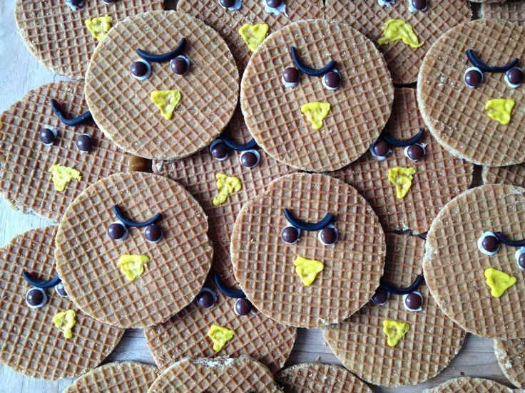 Do your kids like Angry birds? Surprise them with this treat. Everything you need is real Dutch products such as: dropveters en stroopwafels. #candy #treat
