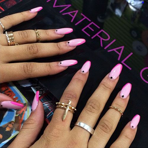 zendaya-nails-pink-diagonal-tips