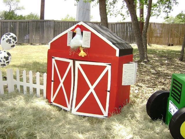 Cardboard Barn!!!!  A Farm-tastic Barnyard Party