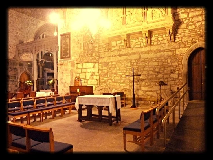 St. Maryś Cathedral Limerick Irlanda.  #limerick #Irlanda #Ireland #ViajandonoBlogemLimerick #ViajandonoBlognaIrlanda #VisitLimerick #GoIreland #Irelands2017 #Irlandas2017 #visitireland #mulherviajante #traveler #IrelandLovers #InstaIreland #IrelandGram #IrishDream #LoveLimerick #LoveIreland #Irelandcalling #postcardsfromIreland #faith #fé #irishchurches #igrejas #stmaryscathedral #stmaryscathedrallimerick travelaroundtheworld
