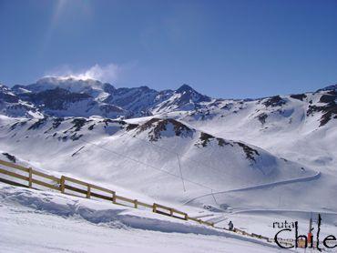Para los Amantes de la naturaleza y el Ski, en este tour podremos visitar el reconocido centro de Ski Valle Nevado, un tour panorámico que no puede dejar de realizar.