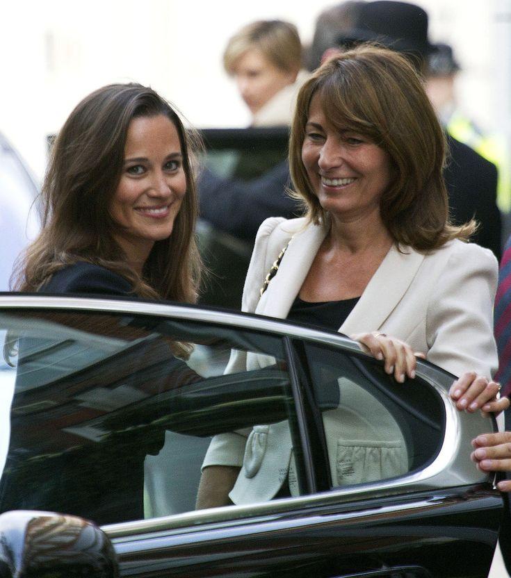 Kate Middleton - Kate Middleton and Family Outside the Goring Hotel